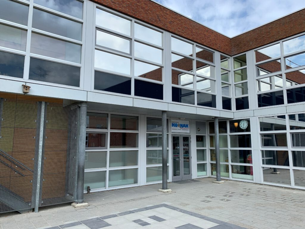 Warmtewerende glasfolie geplaatst bij Kindcentrum Kornak te Uitgeest