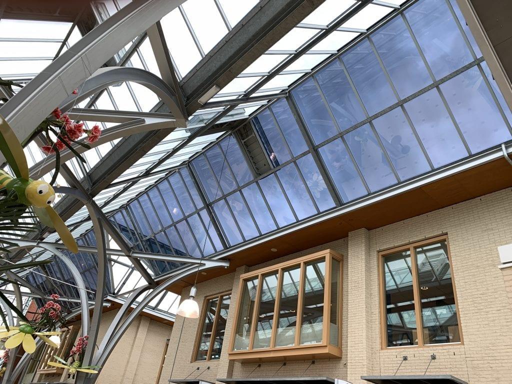 Winkelcentrum Streekhof te Bovenkarspel - Warmte- en lichtwerende glasfolie