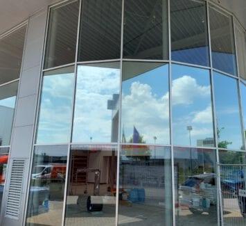 LLumar warmtewerende raamfolie - Autodealer te Hoogeveen