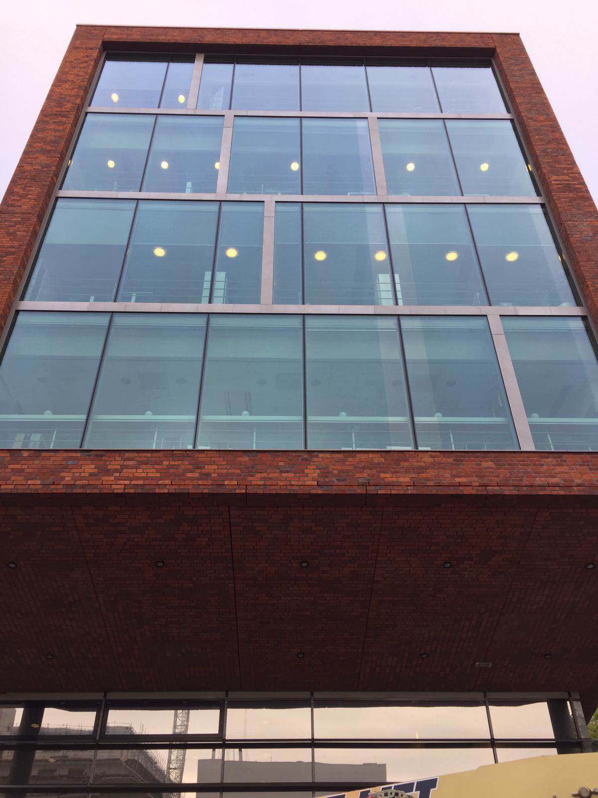 LLumar warmtewerende glasfolie - Sanquin te Amsterdam