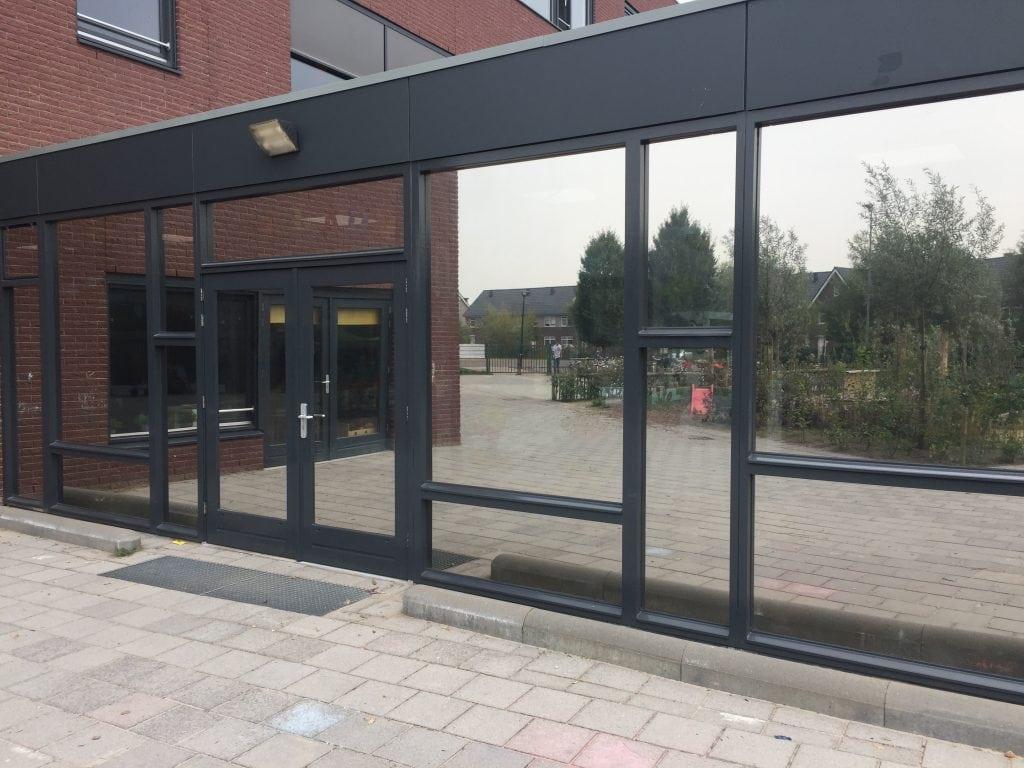 LLumar warmtewerende glasfolie - Basisschool De Toermalijn te Halsteren